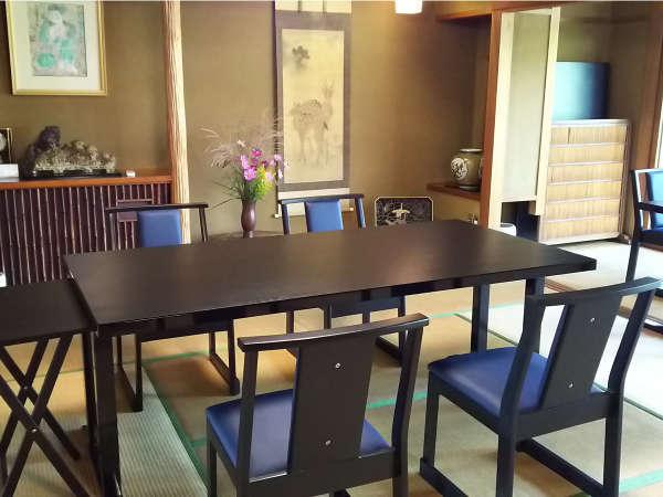 ★リニューアル広間にダイニングテーブルを取り入れました。
