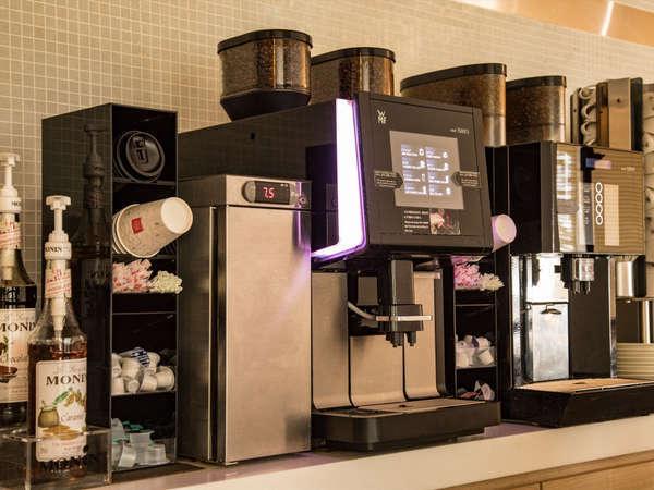 ラウンジでは挽きたてコーヒーを宿泊者に無料で提供しています。(現在休止中です。)