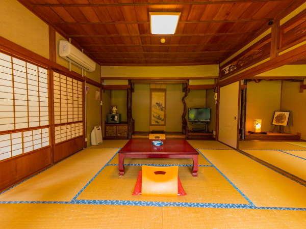 【2階・和室14畳】広々とした和室。四季折々の風景がお部屋から楽しめます☆
