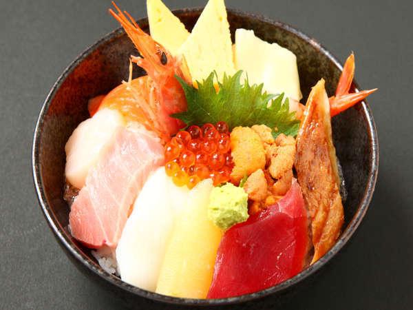 【海鮮おまかせ丼チケット付♪】「築地海鮮丼まるきた」で満腹に!築地で海幸をご堪能♪【最長24HOK!】