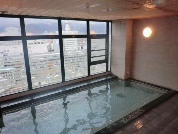 最上14階にある男女別ラジウム人工温泉大浴場「旅人の湯」  利用時間15:00~2:00・5:00~10:00