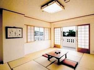 部屋は全室バストイレ付きの清潔な和室を。部屋一例
