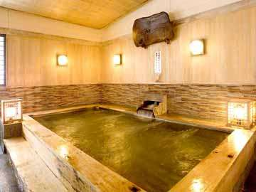 香り漂うひのき風呂。当館のお風呂は約11種類!館内湯巡りをお楽しみいただけます。