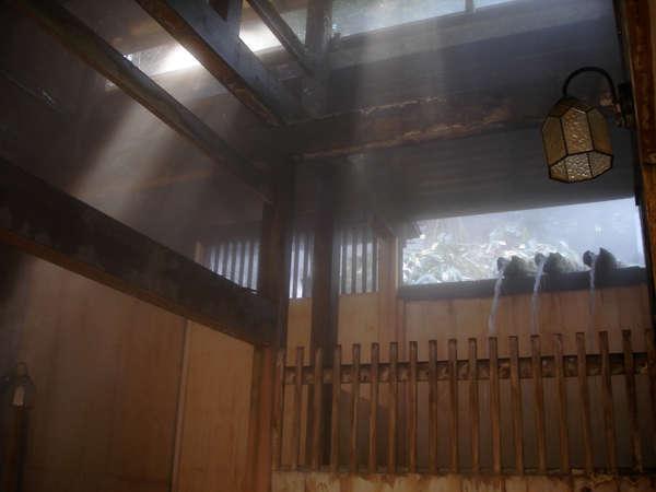 湯滝の宿 西屋の外観
