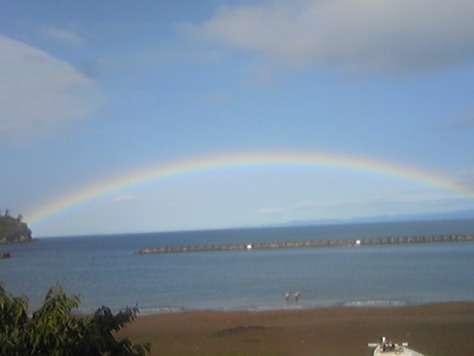 宿の前から偶然見えた虹♪