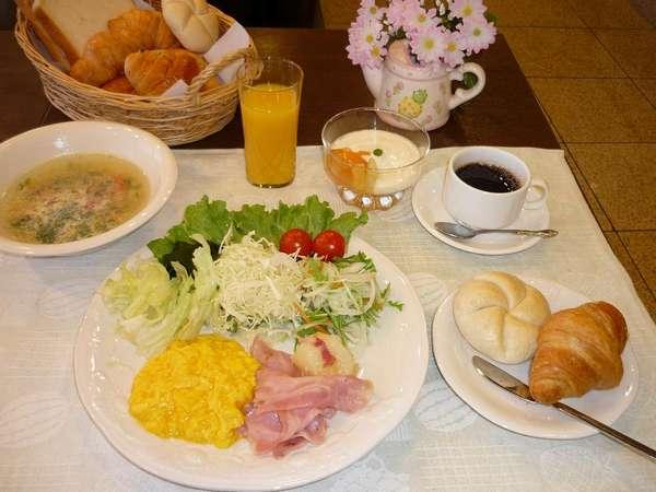 朝食です。どうぞお召し上がりください。