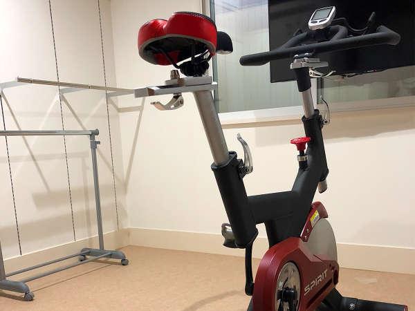 トレーニングルームを設けました。お部屋使用料1時間200円。カラダを動かしたい方はエアロバイクを