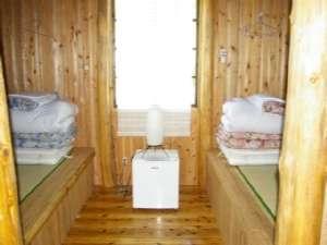 社長こだわりの『畳のベッド』は寝心地抜群♪思わず寝坊してしまいそうになります/部屋一例