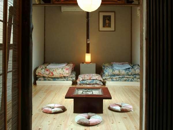 【和風コテージ】社長こだわりのお部屋は清潔感溢れ、フローリングの落ち着いた雰囲気が漂います/客室例