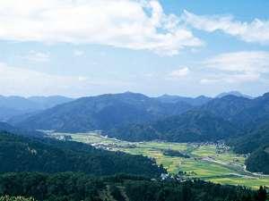池田町は四方を山に囲まれた盆地。つくりものではない本物の自然が、現代では貴重な宝物です。