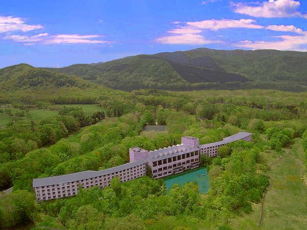 大沼国定公園の森の中に佇むリゾートホテル