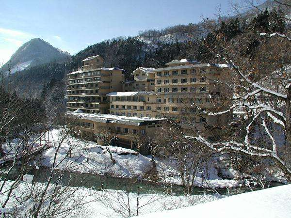 おいしい澄んだ空気の中、露天風呂から白銀の山々など雪見露天を楽しむ事ができる