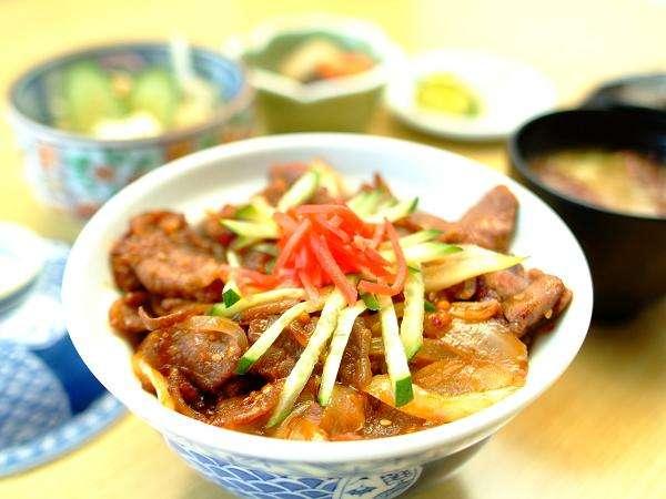 和食処「金の砂」にて、「前沢牛焼肉丼定食」をお召し上がりいただけます