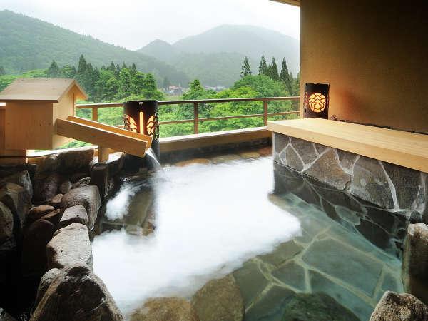 露天風呂付き特別室 ※温泉ではございませんが、景色抜群!!水入らずで過ごせる「客室露天風呂」。