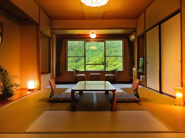 客室「月かんむり」 ※山々の景色が自慢のお部屋は、リピーター様一番人気のお部屋です。