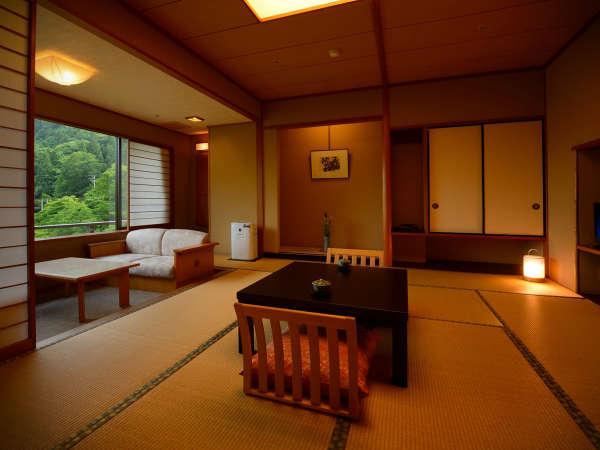 客室「花かんむり」10帖(禁煙) ※山々と森の景色と眼下に流れ行く豊沢川に心癒されます。