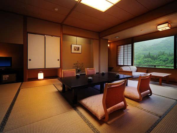 客室「花かんむり14帖」※「庭園と山々が望めてとても寛げる」と評判のお部屋です.