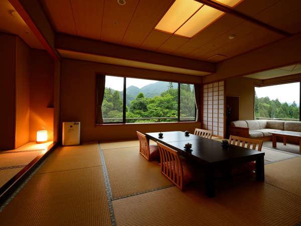 客室「花かんむり二間」 ※お部屋が2つあり、窓からの景色もよく、お寛ぎいただけます.