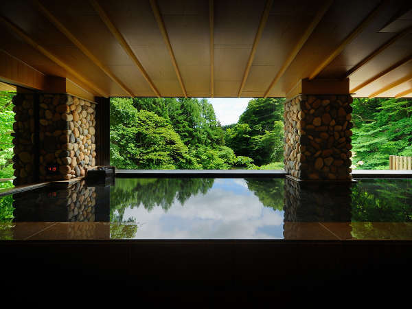 【川の湯「内湯」】 ※天気により全ての窓がオープンとなり半露天として自然をご満喫いただけます,