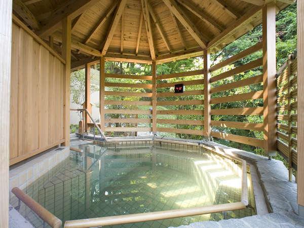 【森の湯 立湯露天風呂「満天の湯・月」】※プカプカ浮遊感の中で温泉をご満喫頂けます