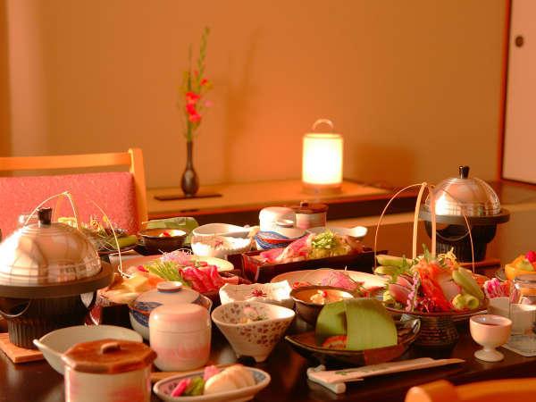 和膳・部屋食イメージ ※愛隣館のお料理は、旬の食材を活かした和食膳となります,