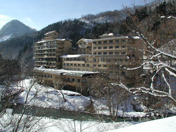 【冬】おいしい澄んだ空気の中、露天風呂から白銀の山々など雪見露天を楽しむ事ができる。