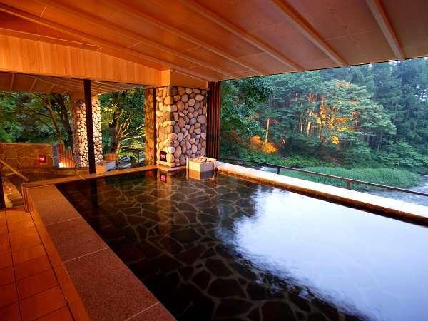 【川の湯「内湯」】※目の前に広がる豊沢川と森を眺めながら温泉をお楽しみください。