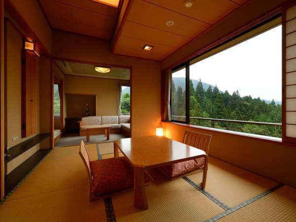 客室「花かんむり二間」※窓からの景色も最高で、特別な日のご旅行やグループ旅行におすすめ.