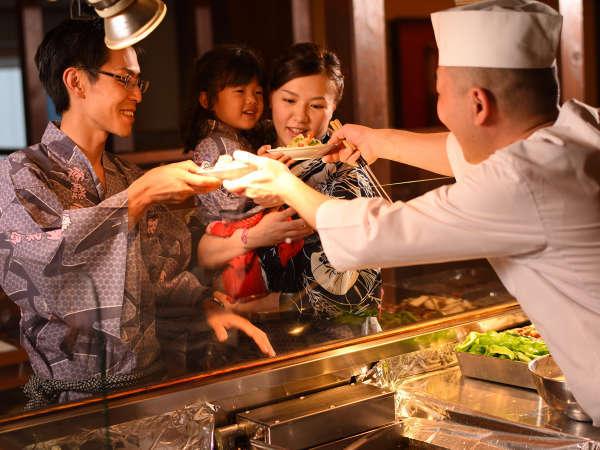 かまどダイニング「おむすび庵」 ※目の前で調理するアツアツの天麩羅や焼物料理が好評♪,