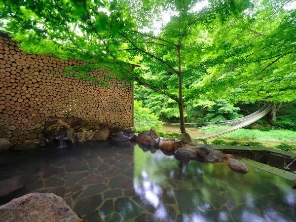 川の湯「岩露天風呂」 ※豊沢川と木々に囲まれて、森林浴をしながら温泉をご満喫いただけます,