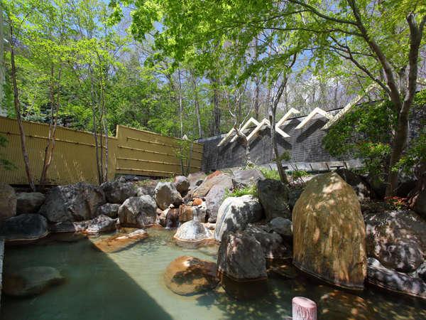 【温泉露天風呂】ナトリウム炭酸水塩泉の温泉は神経痛・慢性皮膚炎・健康増進などに効果があります。