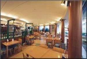 ご朝食は1階のレストランでご用意しております。