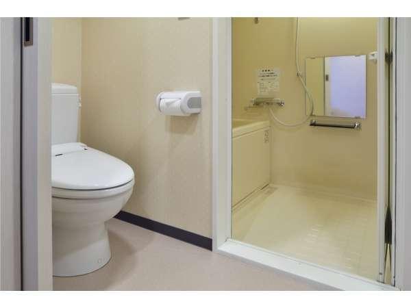 【セパレートバス&トイレ】 デラックスシングルからはお風呂とトイレが別々のセパレートタイプ。