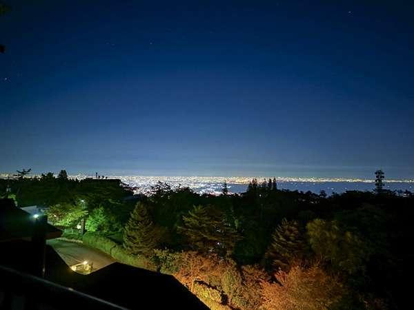 スカイビューテラスの夜景はまさに1000万ドル!六甲山頂の夜景に癒されて下さい。
