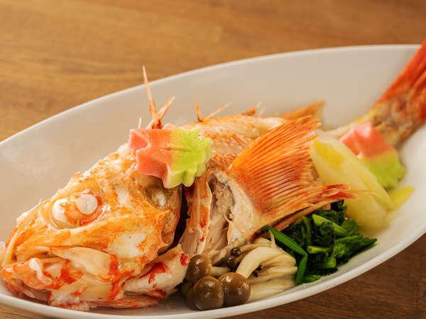 【キンキの湯煮】高級魚キンキの名物料理。白身の上品な旨みとほど良い脂が口の中で溶け合います。