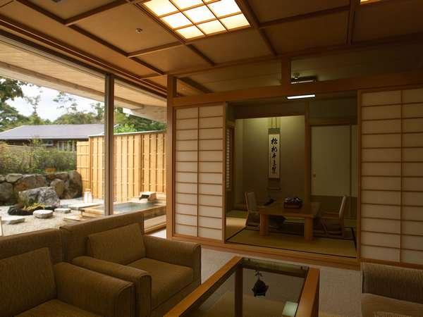 広々と寛げる庭園露天風呂付特別室。全4室のみにつき、早めの予約がおすすめです。