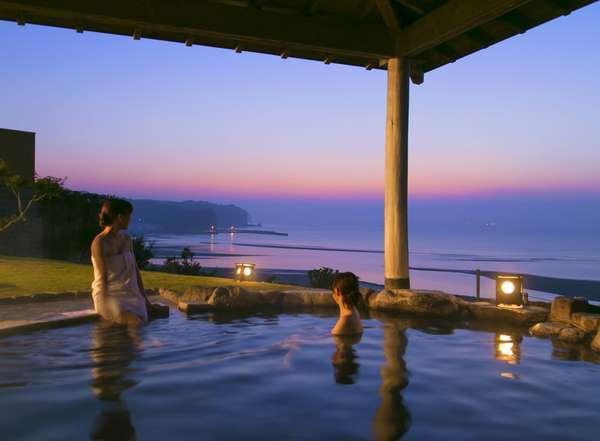 別府湾一望の露天風呂からは朝焼けが楽しめる