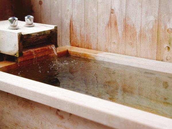 ・天然温泉ひのき風呂/旅の疲れを癒やしてくれる展望豊かなお風呂です。