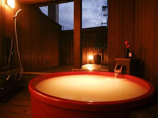 09年11月オープンの貸切露天風呂。モダンな空間~更紗の湯~マイクロバブルで白い温泉に♪2~3名定員