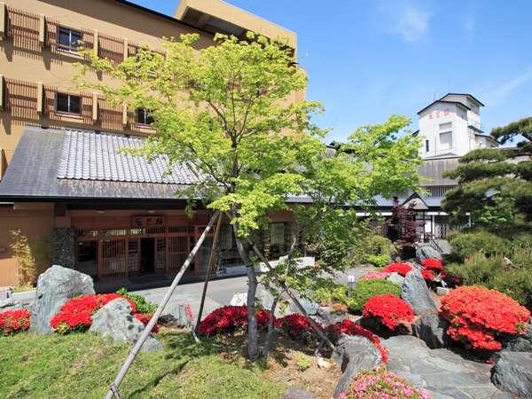 人気の貸切風呂と炭火山里料理の宿 辰巳館