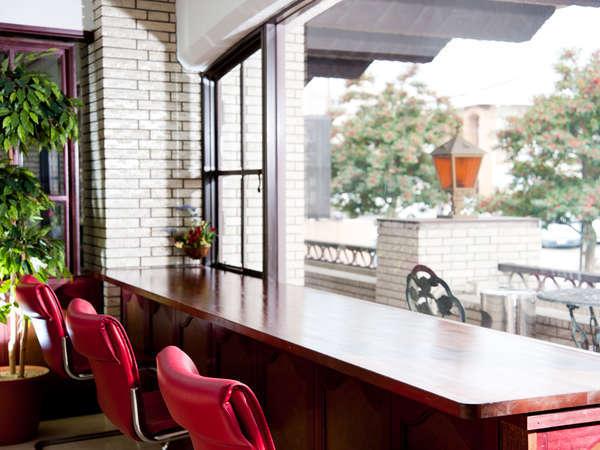 朝食レストランの窓の外には島原城の城壁がご覧になれます。