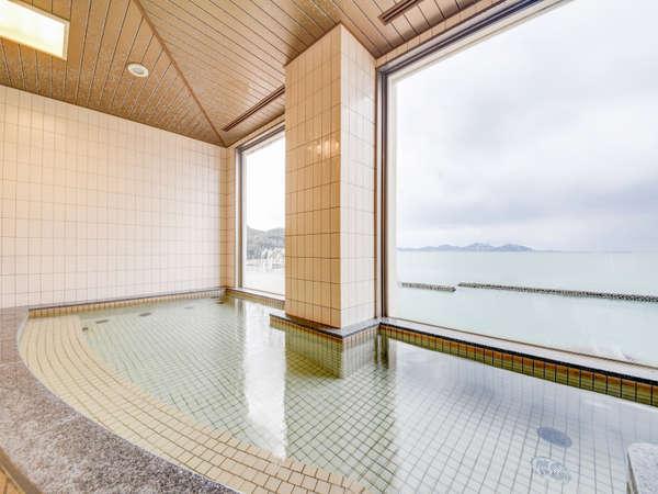 *展望風呂からは若狭小浜湾の景観が一望できます。(隣接の花椿展望浴場)