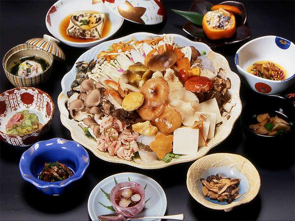 きのこや山菜たっぷりの料理