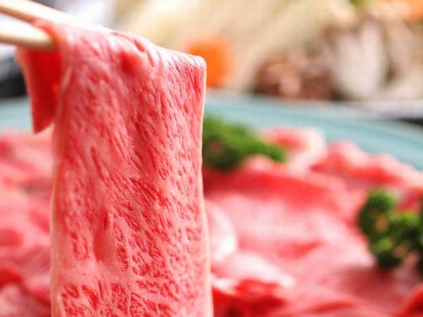 岡山和牛のすき焼き肉。霜降りのお肉が美しい