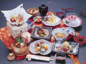 旬の味覚が並ぶ会席料理(一例)