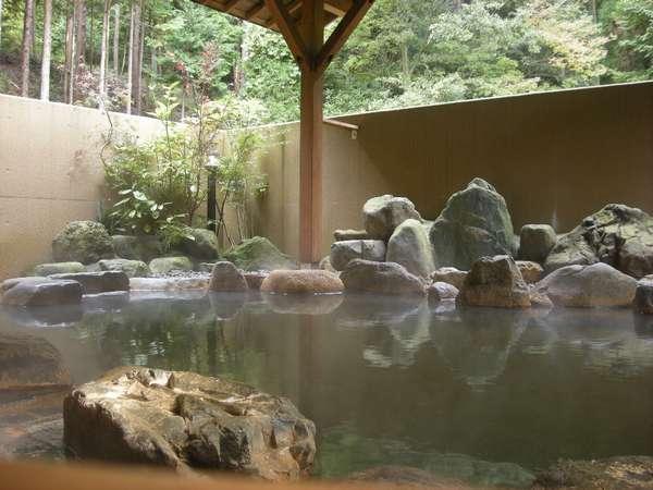 自然を感じる大浴場の露天風呂