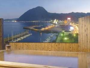 男女別の露天風呂。市街地の夜景と別府湾のコントラストが綺麗です☆
