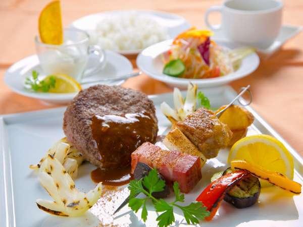 【新メニュー登場!】ボリュームたっぷり!ハンバーグステーキ満足プラン♪