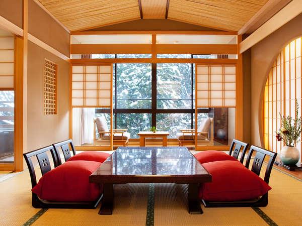 雪に染まる鶴仙渓を、お部屋や露天風呂がゆったり眺めて…寛ぎの温泉旅を
