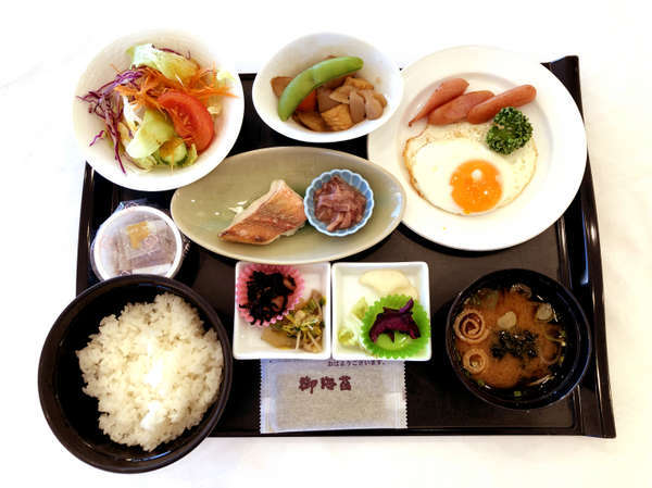 朝食一例/「和洋定食」または「バイキング」のご用意となります。